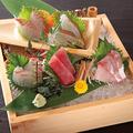 料理メニュー写真まぐろと錦江湾直送鮮魚の5点盛り(1人前)