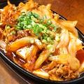 料理メニュー写真ピリ辛鉄板豆腐焼