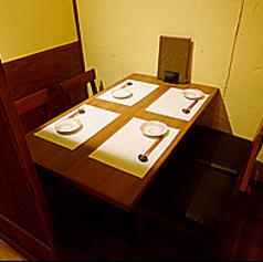 4名様が座れるテーブル席もご用意しております。