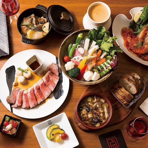 シェフ自慢のローストビーフをはじめ、和テイストを取り入れた創作洋食は美食の山です。柚子や山葵、茶そばや生海苔、味噌など様々な和食材を洋食にアレンジ。和と洋の融合をお楽しみくださいませ。
