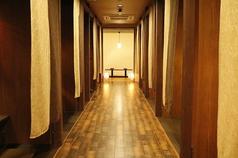 間接照明がお洒落な雰囲気を演出♪小倉駅スグの個室空間、創作居酒屋へどうぞ★