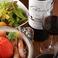 オーガニックワインは生産者の手間がとてもかかります。オーガニックの野菜も自然のままの状態をできるだけ再現することは同じで、安全でかつおいしいものをという生産者の気持ちがこもっています。当店のジビエも山の命です。だから塩だけでシンプルに焼き上げる炭火焼と自然派ワインは調和するのだと考えています。