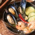 料理メニュー写真エビと貝のアヒージョ