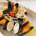 料理メニュー写真ムール貝とアサリのワイン蒸し