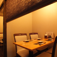 1F個室テーブル席はプライベートな空間を提供します★