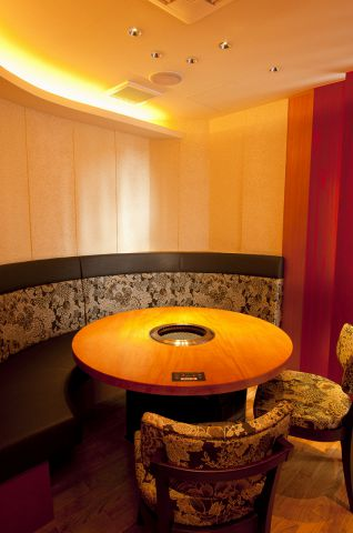 女性に人気の完全個室は最大6名迄★インテリアはオシャレで、気品のある佇まいも人気の秘訣です♪ゆったりできる!