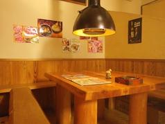 個室風になっているテーブル席もあるので、少人数での食事にぴったり!