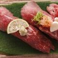 料理メニュー写真A5和牛ローストビーフの握り寿司
