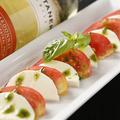 料理メニュー写真トマトとチーズのカプレーゼ