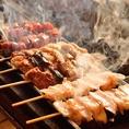 一本ずつ炭火で丁寧に焼き上げる串焼きは炭旬の名物料理。ぼんじり、とり皮、レバー、砂肝、なんこつなど、多数ご用意しております。串焼きと相性抜群な秘伝の辛味噌も110円(税込)でご用意。お好みに合わせてご注文下さい!