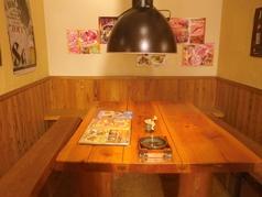 いろいろなテーブルが用意あり、8人まで座れる大きなテーブル席もあります!