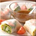 料理メニュー写真プリプリ海老と蒸し鶏の生春巻