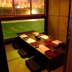 泳ぐ魚を真横に眺めながら、お食事が楽しめる水族館個室が御座います。