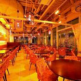 着席時最大50名様、立食時は最大65名様で貸切可能です。結婚式の二次会や会社での懇親会、お集まり等、各種ご宴会におすすめです。30名様以上で貸切が可能ですので、お気軽にご相談ください。