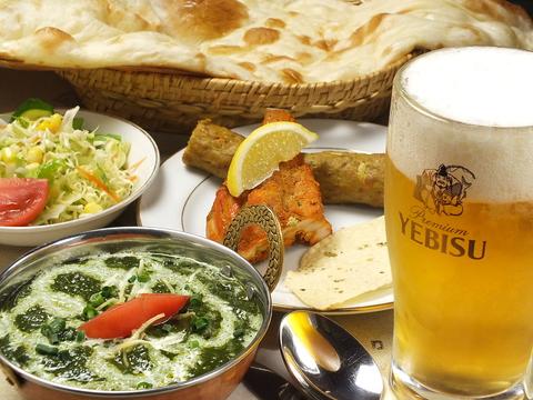 20種以上のカレーを中心に、インド・ネパールの各種郷土料理が味わえます。