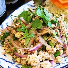 料理メニュー写真鶏ひき肉の辛味ハーブ和え「ラーブ・ガイ」