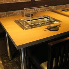 2名様テーブルを1卓ご用意しております。