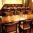 12名様のテーブルが4卓並んだ大宴会場です。テーブル同士のスペースにも十分なゆとりがあり、全席ゆったりとお過ごしいただけます。大人数でのご宴会・パーティもニユートーキヨーにおまかせください。最大48名様まで受け付け可能。