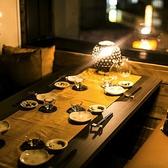 合コンやデートなどにピッタリ!他人の目が気にせずお楽しみいただける扉付きのプライベート個室空間です。新宿での親しい友達同士の飲み会や同窓会、女子会などにもうってつけ