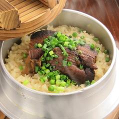 料理メニュー写真黒豚の角煮釜飯