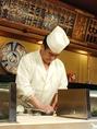 店主が握る姿を目の前に食べるお寿司は絶品です。鮮魚を使用したお寿司の数々を心ゆくまでお愉しみください。