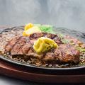 料理メニュー写真アンガス種大麦牛キューブロールステーキ