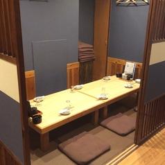 6名から8名様程でゆっくり座れる個室です。小宴会に最適な個室です。