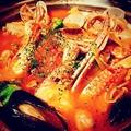 料理メニュー写真魚介たっぷり!スペイン風トマト鍋(2人前)