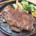 料理メニュー写真1インチ厚切りリブステーキ