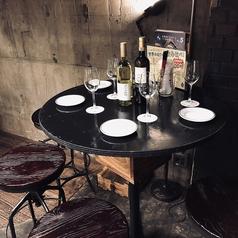 オシャレなハイテーブル席もあります!