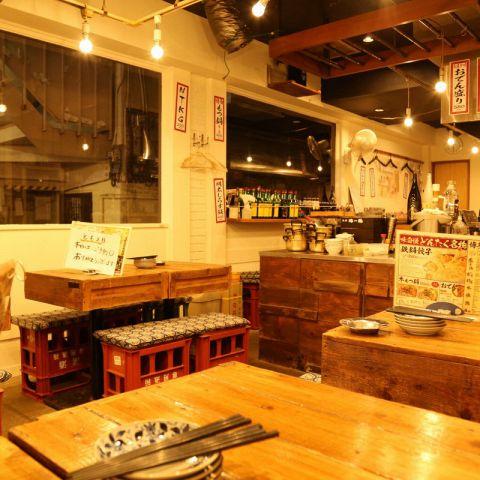 全32席。美味しい料理の数々と威勢のいいスタッフ、お客様の笑い声が心地よいお店の空気を創りだします☆