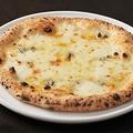 """料理メニュー写真4種のチーズたっぷり""""クワトロフォルマッジ"""