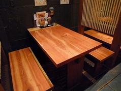 テーブル席は4名×2卓、2名×2卓です。
