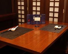 仕切りがあり、片側ソファ席のお席です。歓送迎会などの会社宴会やママ会にも人気。