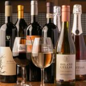 世界中のワインがリーズナブルにお召しあがれます!2000円代~4000円代のワインボトルが常時20種類以上☆お料理と一緒に…♪
