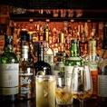 ウィスキーを中心に世界各国のお酒をスタンダードからレアボトルまで幅広くご用意致しております。基本的には初めての方でも安心してお飲みいただけるよう、ウィスキーはスタンダードな物を中心に、カクテルもオリジナルはメニューに掲載せず、どちらのお店でもご注文可能なものをご用意しております。