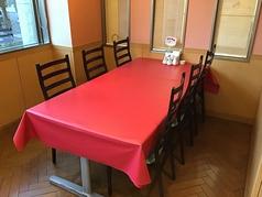 6名様用テーブル席もございます。