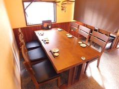 4名テーブル席は仕事帰りの飲み会や友達同士での飲み会に◎