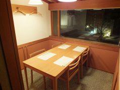 別館1階里の間。庭に面した2~4名様の個室