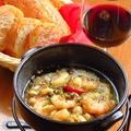 料理メニュー写真むき海老とキノコのアヒージョ