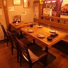 テーブルをつなげて4名~8名の中型宴会も可能です!