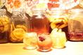 『自家製フルーツハイボール』蜂蜜レモン、ミックスベリー、アップルジンジャー、ピンクグレープフルーツ、オレンジ、パインと豊富に取り揃え♪
