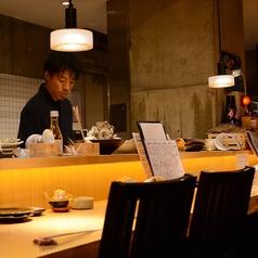 【料理人前のカウンター】常連に人気のお席。料理長との会話も楽しめるます。