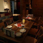 4名様テーブル×4席/6名様テーブル×1席/2名様テーブル2席をご用意しております。