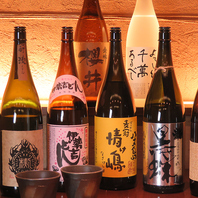 常時厳選日本酒や焼酎が各25種以上!