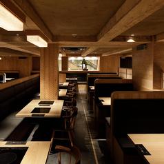 【ソファー席】2名様×4席 ゆったりとした広いスペースでお食事をお楽しみいただけます。