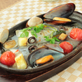 料理メニュー写真サワラの鉄板アクアパッツァ