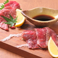 美味しいお肉を食べるなら。絶品黒毛和牛を美味しく頂けます。当店大人気の黒毛和牛の肉寿司もご用意しております。