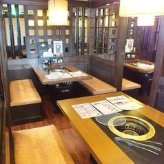 4名様テーブル席×8