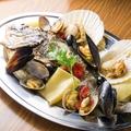 料理メニュー写真名物!遠州灘で獲れた魚のアクアパッツァ